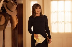 Sue Ellen's experience dealing with duplicitous tramps may help her save Pamela's marriage.